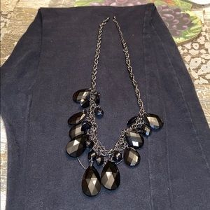 Jewelry - Black chain with black tear dropped shape design